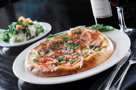 http://www.memorialcoliseum.com/images/Images/Where_to_Eat_Images/Casa_Ristorante/Margherita_Pizza.jpg