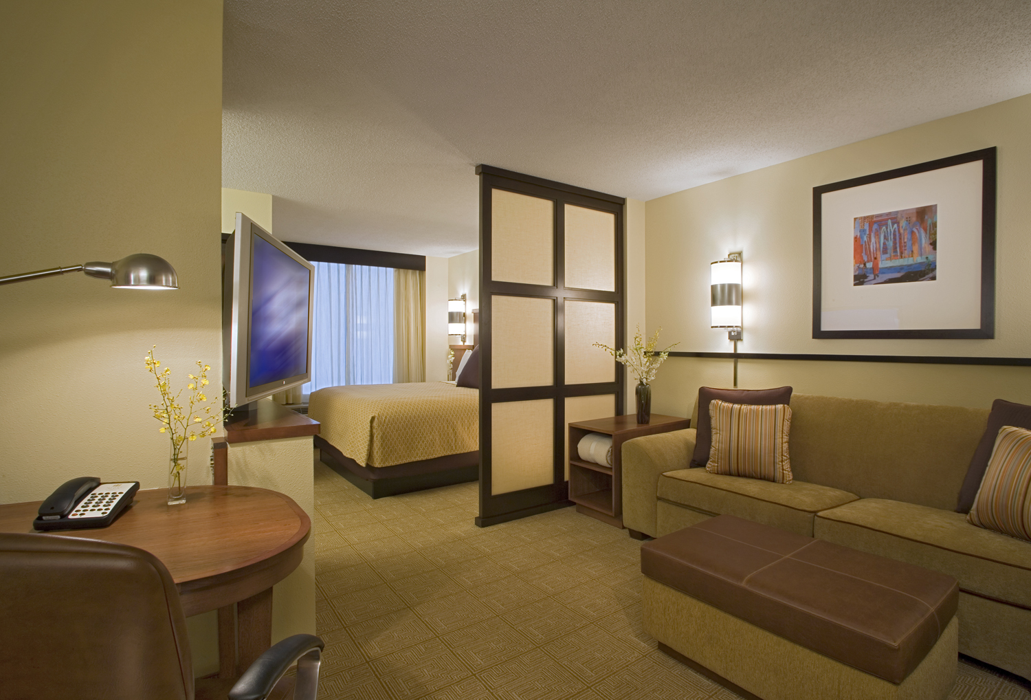 http://www.memorialcoliseum.com/images/Images/Where_to_Stay_Images/Hyatt_Place/King_Guest_Room.jpg