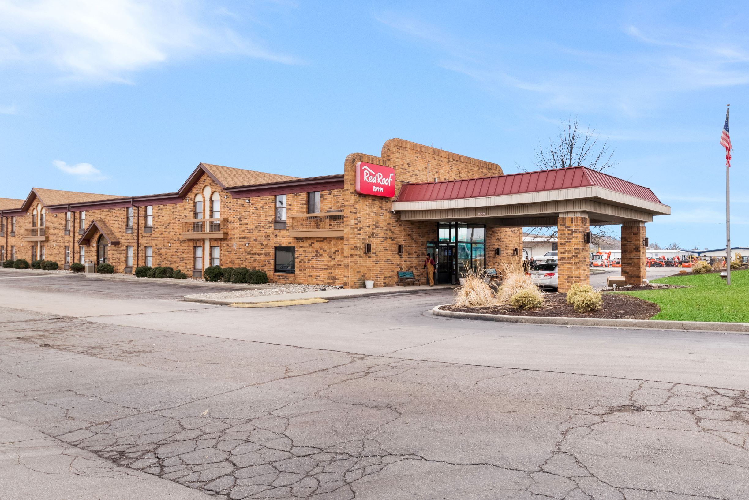 http://www.memorialcoliseum.com/images/Images/Where_to_Stay_Images/Red_Roof_Inn/RRI0339_Exterior_1-2.jpg