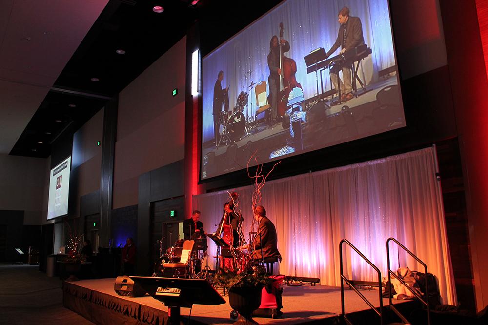 http://www.memorialcoliseum.com/images/Images/confcenter_gallery/band.jpg